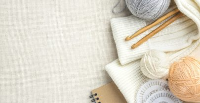 top-view-knitting-set-with-yarn-copy-space